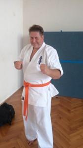 Michi nach bestandener Prüfung zum 10. Kyū